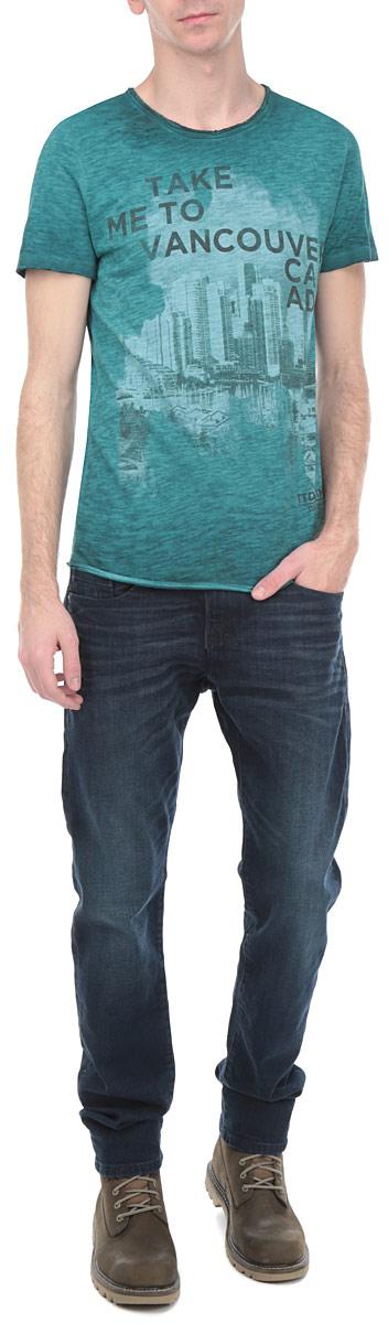 Футболка мужская. 1032896.00.121032896.00.12_7519Стильная мужская футболка Tom Tailor Denim прямого кроя выполнена из высококачественного 100% хлопка. Материал очень мягкий и приятный на ощупь, обладает высокой воздухопроницаемостью и гигроскопичностью, позволяет коже дышать. Горловина, рукава и низ изделия имеют необработанные края. Модель с круглым вырезом горловины и короткими рукавами спереди оформлена принтом городской тематики и надписями. Эта футболка - идеальный вариант для создания образа в стиле Casual.