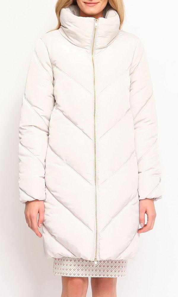 Куртка женская. SKU0654BESKU0654BEСтильная женская куртка Top Secret отлично подойдет для прохладной погоды. Модель прямого кроя с воротником- стойкой и длинными рукавами застегивается на металлическую застежку-молнию по всей длине. Куртка оформлена эффектной стежкой, создающей стройный силуэт за счет наклонных швов. По бокам модель дополнена двумя втачными карманами на застежке-молнии. Низ и манжеты рукавов изделия стянуты резинкой, что препятствует проникновению холодного воздуха. Эта модная куртка послужит отличным дополнением к вашему гардеробу.