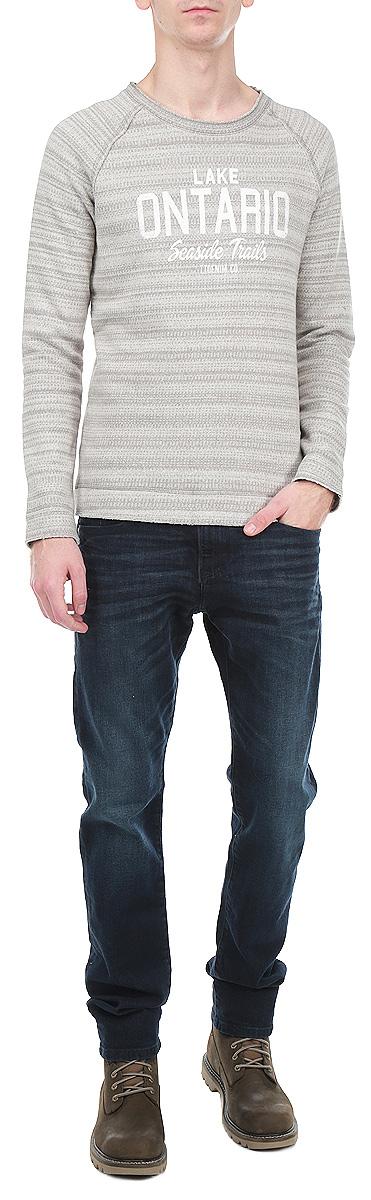 Свитшот мужской. 2529535.00.122529535.00.12_2677Стильный мужской свитшот Tom Tailor Denim, выполненный из хлопка, обладает высокой теплопроводностью, воздухопроницаемостью и гигроскопичностью, позволяет коже дышать. Лицевая сторона изделия гладкая, а изнаночная - с небольшим начесом. Удобный свитшот прямого кроя с круглым вырезом горловины и длинными рукавами-реглан оформлен надписями и нашивной эмблемой логотипа бренда. Такая модель будет дарить вам комфорт в течение всего дня и послужит замечательным дополнением к вашему гардеробу.