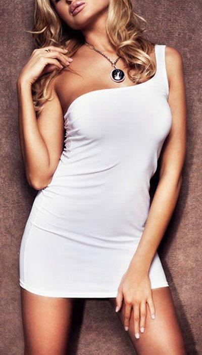 9607Обтягивающее платье Erolanta Elite Collection, выполненное из высококачественного материала, дерзкое и сексуальное. Модель с открытым плечом из полупрозрачной ткани обеспечивает идеальную посадку по фигуре.