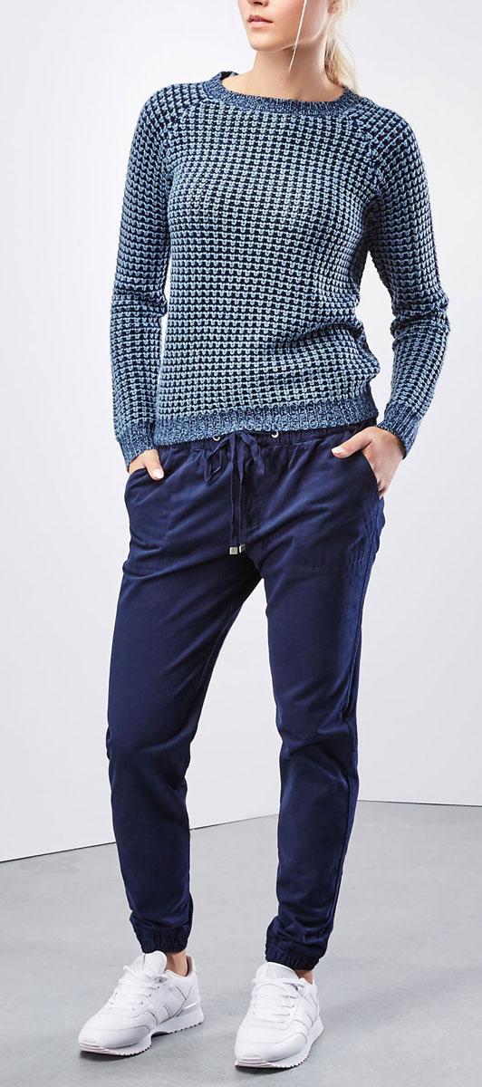 БрюкиZ-SP-1819_NAVYЖенские брюки Moodo станут стильным дополнением к вашему гардеробу. Изготовленные из плотного, не тянущегося материала, они мягкие и приятные на ощупь, не сковывают движения и позволяют коже дышать. Спортивная модель брюк на поясе имеет широкую эластичную резинку со шнурком, дополнительно застегивается на кнопку и имеет ширинку на молнии. Спереди предусмотрены два втачных кармана. Сзади модель дополнена двумя прорезными карманами с клапанами на кнопках. Низ брючин присборен на широкие резинки. Современный дизайн и расцветка делают эти брюки модным предметом женской одежды. Такая модель подарит вам комфорт в течение всего дня.