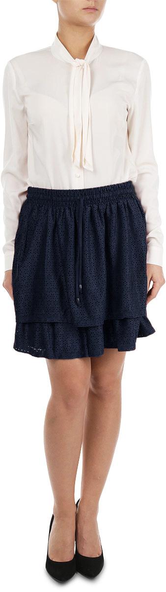 Юбка. 5513007.00.715513007.00.71_3537Стильная юбка Tom Tailor Denim, выполненная из высококачественных материалов, приятная на ощупь, не сковывает движения, обеспечивая наибольший комфорт. Мини-юбка в поясе дополнена резинкой и текстильным шнурком. Спереди модель дополнена небольшим декоративным элементом с изображением логотипа бренда. Эта модная юбка станет отличным дополнением к вашему гардеробу.