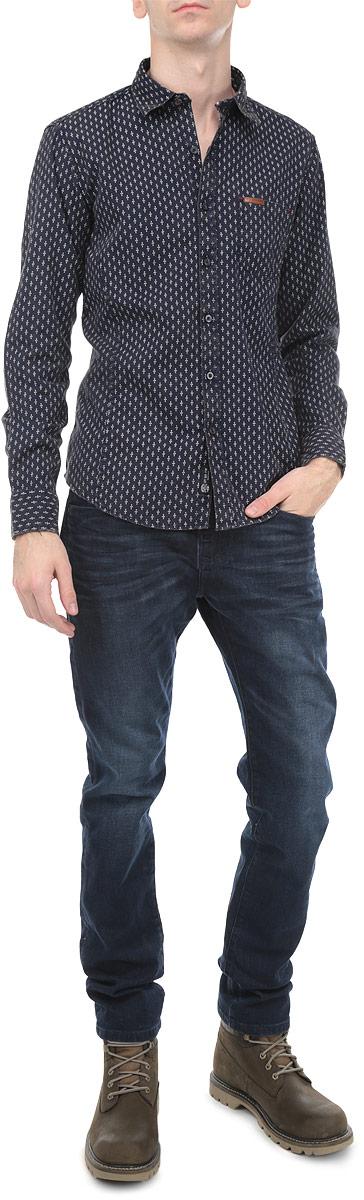 Рубашка мужская. 1015371810153718 543Мужская рубашка Broadway, выполненная из высококачественного хлопка с добавлением льна, обладает высокой теплопроводностью, воздухопроницаемостью и гигроскопичностью, позволяет коже дышать, тем самым обеспечивая наибольший комфорт при носке. Модель классического кроя с отложным воротником застегивается на пуговицы. Длинные рукава рубашки дополнены манжетами на пуговицах. На груди расположен открытый накладной карман. Рубашка оформлена принтом в мелкий горох. Такая рубашка подчеркнет ваш вкус и поможет создать великолепный стильный образ.