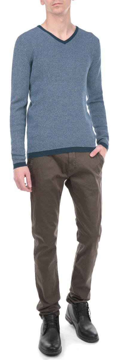 Джемпер мужской. 3020187.00.103020187.00.10_2999Стильный мужской джемпер Tom Tailor, выполненный из 100%-го хлопка, необычайно мягкий и приятный на ощупь, не сковывает движения, обеспечивая наибольший комфорт. Джемпер с V-образным вырезом горловины и длинными рукавами идеально гармонирует с любыми предметами одежды и будет уместен и на отдых, и на работу. Низ и манжеты изделия связаны мелкой резинкой, что препятствует деформации при носке и проникновению холодного воздуха. Такой замечательный джемпер - базовая вещь в гардеробе современного мужчины, желающего выглядеть элегантно каждый день!