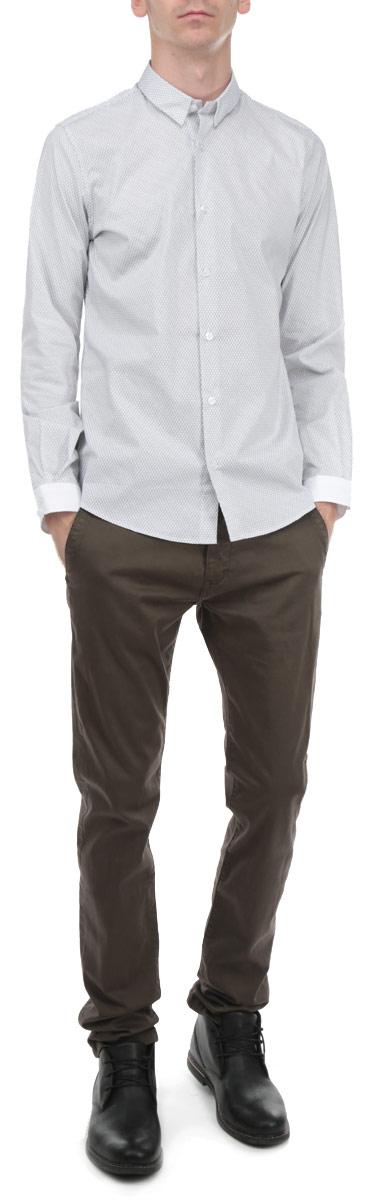2030599.01.15_2000Стильная мужская рубашка Tom Tailor, выполненная из хлопка, обладает высокой воздухопроницаемостью и гигроскопичностью, позволяет коже дышать, тем самым обеспечивая наибольший комфорт при носке даже самым жарким летом. Модельс длинными рукавами, отложным воротником и застежкой на пуговицы приятная на ощупь, не сковывает движения, обеспечивая наибольший комфорт. Эта модная и удобная рубашка послужит замечательным дополнением к вашему гардеробу.