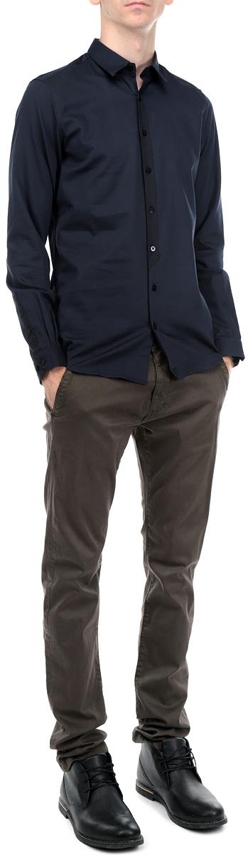 Рубашка мужская. 2030737.00.152030737.00.15_6593Стильная мужская рубашка Tom Tailor с длинными рукавами, отложным воротником и застежкой на пуговицы приятная на ощупь, не сковывает движения, обеспечивая наибольший комфорт. Рубашка, выполненная из хлопка, обладает высокой воздухопроницаемостью и гигроскопичностью, позволяет коже дышать, тем самым обеспечивая наибольший комфорт при носке даже самым жарким летом. Эта модная и удобная рубашка послужит замечательным дополнением к вашему гардеробу.