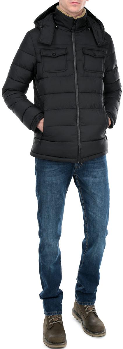 Куртка мужская. AL-2655AL-2655Стильная мужская куртка Grishko, выполненная из высококачественных материалов, обеспечит максимальный комфорт при различных погодных условиях. Изделие со съемным капюшоном, пристегивающимся на застежку-молнию, и длинными рукавами застегивается на пластиковую застежку-молнию с ветрозащитной планкой. Воротник с внутренней стороны декорирован искусственным мехом. Капюшон оснащен кнопками и кулиской со стопперами. Спереди модель дополнена двумя прорезными карманами на молниях и двумя накладными на кнопках. На внутренней стороне расположен врезной карман на застежке-молнии. Рукава оформлены эластичными манжетами. Низ дополнен кулиской со стопперами. Холлофайбер - утеплитель, который отличается повышенной теплоизоляцией, антибактериальными свойствами и долговечностью в использовании. Изделия легко стираются в машинке, не теряя первоначального внешнего вида. Эта стильная куртка послужит отличным дополнением к вашему гардеробу!