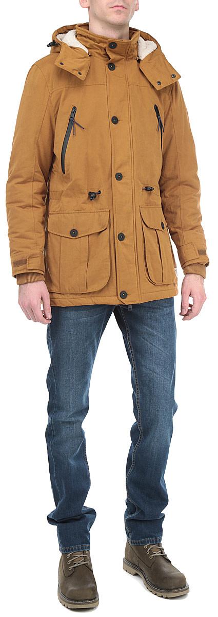 Куртка мужская. 3522257.00.123522257.00.12_2999Стильная мужская куртка Tom Tailor с наполнителем из синтепона отлично подойдет для холодных дней. Модель прямого кроя с длинными рукавами и воротником-стойкой застегивается на молнию и оснащена ветрозащитным клапаном на пуговицах. Изделие дополнено двумя втачными карманами на молниях и двумя накладными карманами с клапанами на пуговицах. На рукаве расположены два небольших кармана на молнии и на липучке. Также куртка имеет съемный капюшон на молнии, его объем регулируется при помощи шнурка-кулиски. Модель оснащена трикотажными внутренними манжетами. На талии куртка затягивается на шнурок-кулиску. Эта модная и в то же время комфортная куртка согреет вас в любые морозы и отлично подойдет как для прогулок, так и для занятия спортом.