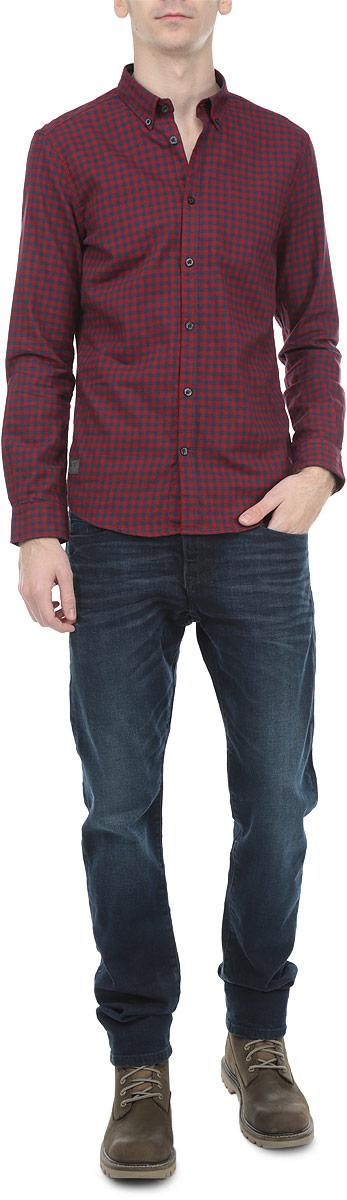 Рубашка мужская. 2030722.00.102030722.00.10_2975Стильная мужская рубашка Tom Tailor с длинными рукавами, отложным воротником и застежкой на пуговицы приятная на ощупь, не сковывает движения, обеспечивая наибольший комфорт. Рубашка оформлена клетчатым принтом. Рубашка, выполненная из хлопка, обладает высокой воздухопроницаемостью и гигроскопичностью, позволяет коже дышать, тем самым обеспечивая наибольший комфорт при носке даже самым жарким летом. Эта модная и удобная рубашка послужит замечательным дополнением к вашему гардеробу.