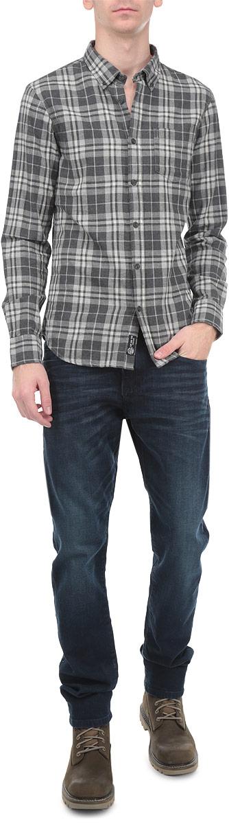Рубашка10154071 80BМужская рубашка Broadway, выполненная из высококачественного 100% хлопка, обладает высокой теплопроводностью, воздухопроницаемостью и гигроскопичностью, позволяет коже дышать, тем самым обеспечивая наибольший комфорт при носке. Модель классического кроя с отложным воротником застегивается на пуговицы. Длинные рукава рубашки дополнены манжетами на пуговицах. На груди расположен открытый накладной карман. Рубашка оформлена актуальным принтом в клетку. Такая рубашка подчеркнет ваш вкус и поможет создать великолепный стильный образ.