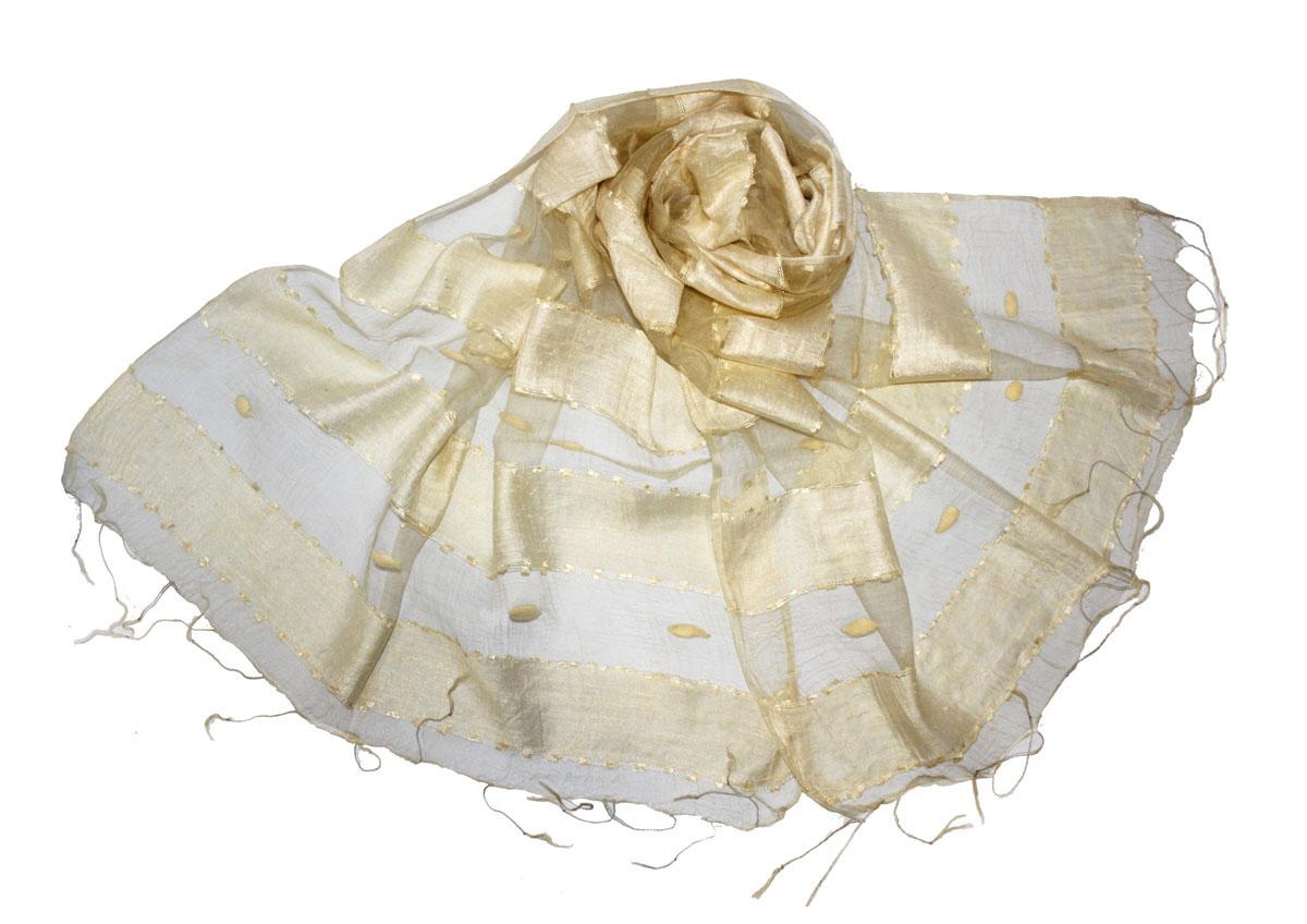515135нЖенский шарф Ethnica позволит вам создать неповторимый и запоминающийся образ. Изготовленный из высококачественного шелка с использованием натуральных красителей, он очень легкий, мягкий, имеет приятную на ощупь текстуру. Модель оформлена поперечными прозрачными полосками, украшенными декоративными элементами. Изделие по краям дополнено кисточками, скрученными в тонкие жгутики. Такой аксессуар станет стильным дополнением к гардеробу современной женщины, стремящейся всегда оставаться яркой и элегантной.