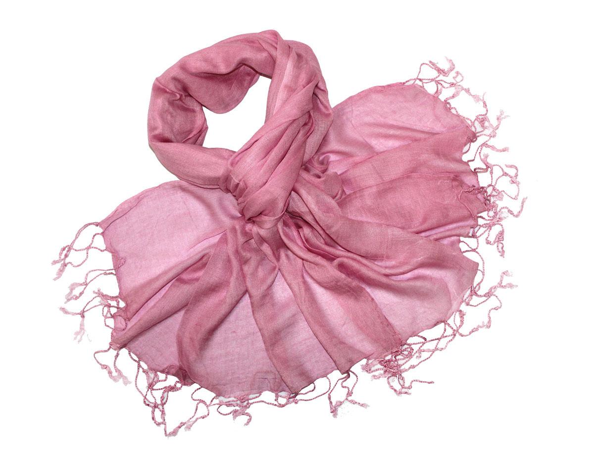 Шарф женский. 521060н521060нЖенский шарф Ethnica позволит вам создать неповторимый и запоминающийся образ. Изготовленный из высококачественного материала с использованием натуральных красителей, он очень мягкий, имеет приятную на ощупь текстуру. Однотонная модель по краям оформлена небольшими кисточками, скрученными в жгутики. Такой аксессуар станет стильным дополнением к гардеробу современной женщины, стремящейся всегда оставаться яркой и элегантной.