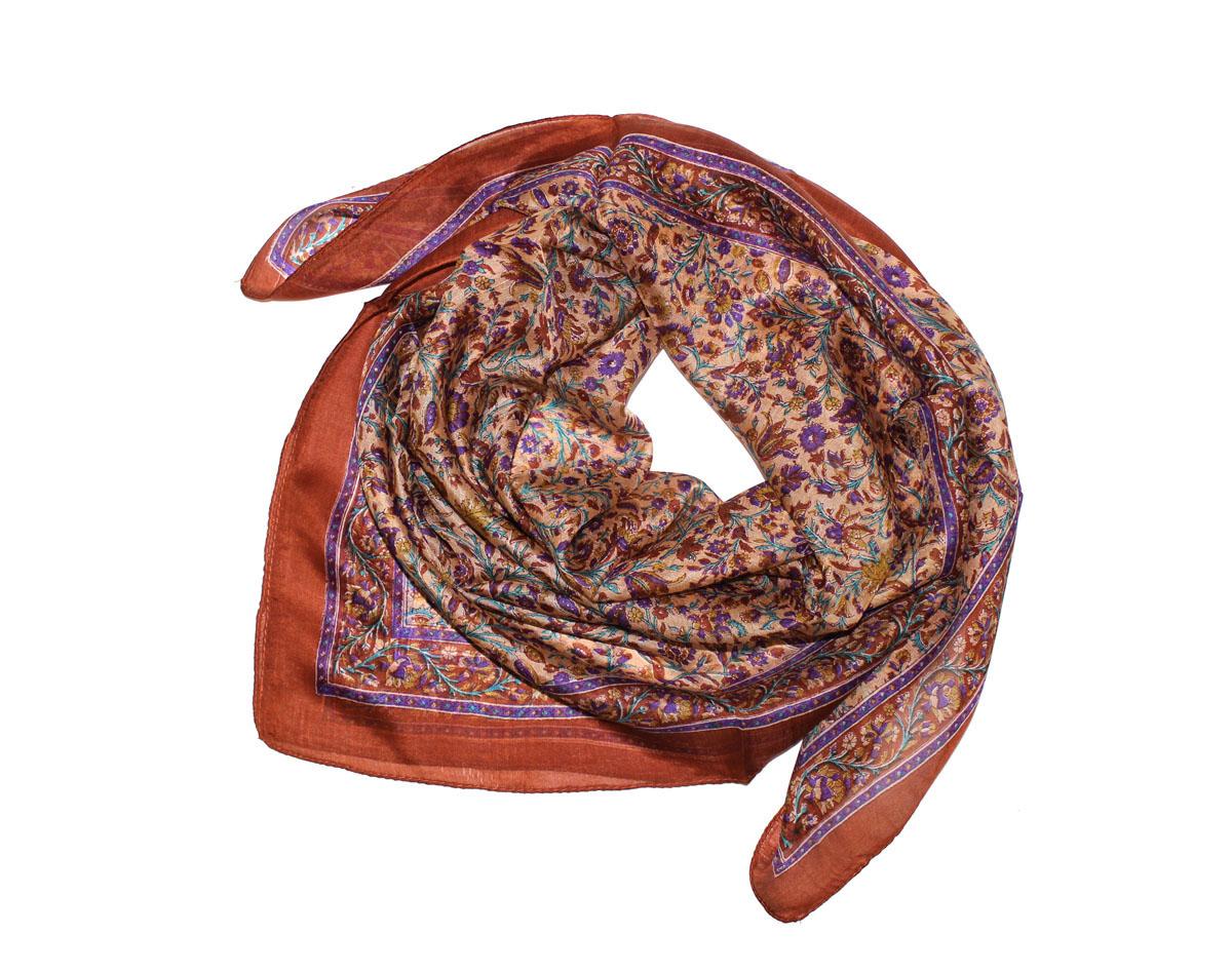 522135нПлаток Ethnica, выполненный из 100% шелка, гармонично дополнит образ современной женщины. Благодаря своему составу, он легкий, мягкий и приятный на ощупь. Края платка оформлены прострочкой. Классическая квадратная форма позволяет носить платок на шее, украшать им прическу или декорировать сумочку. С таким платком вы всегда будете выглядеть женственно и привлекательно.