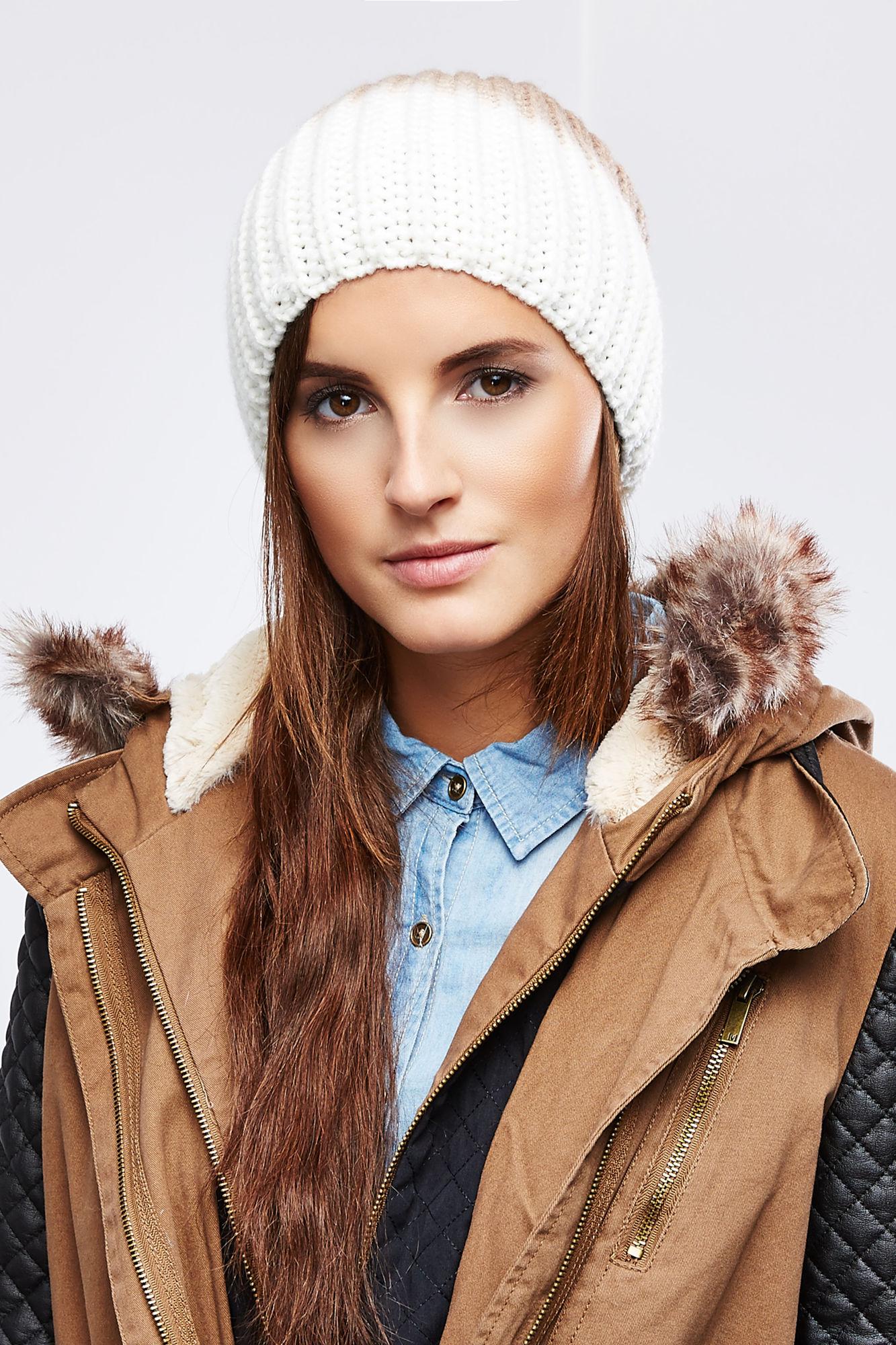 Шапка женская. Z-CZ-1803Z-CZ-1803 BEIGEСтильная женская шапка Moodo дополнит ваш наряд и не позволит вам замерзнуть в холодное время года. Шапка выполнена из высококачественной комбинированной пряжи из акрила, что позволяет ей великолепно сохранять тепло и обеспечивает высокую эластичность и удобство посадки. Шапка крупной вязки оформлена контрастным цветовым решением. Такая шапка станет модным и стильным дополнением вашего зимнего гардероба, великолепно подойдет для активного отдыха и занятия спортом. Она согреет вас и позволит подчеркнуть свою индивидуальность!