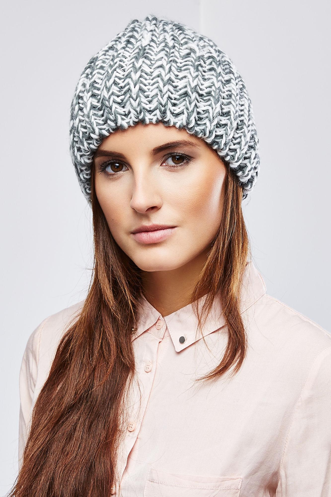 Шапка женская. Z-CZ-1804Z-CZ-1804_GREYВязаная женская шапка Moodo отлично дополнит ваш образ в прохладную погоду. Модель изготовлена из акрила, она необычайно мягкая и приятная на ощупь, максимально сохраняет тепло. Благодаря крупной эластичной вязке, шапка идеально прилегает к голове. По всей поверхности изделие украшено тонкой металлизированной блестящей нитью. Такой стильный и теплый головной убор подчеркнет вашу индивидуальность и станет отличным дополнением к гардеробу!