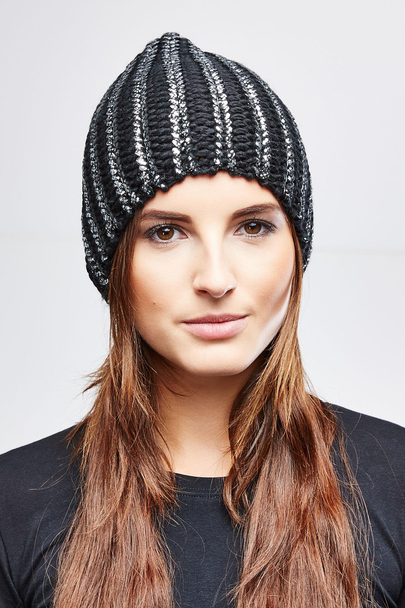 Шапка женская. Z-CZ-1812Z-CZ-1812_BEIGEВязаная женская шапка Moodo станет отличным вариантом для прохладной погоды. Модель изготовлена из акрила, она очень мягкая и приятная на ощупь, максимально сохраняет тепло. Благодаря крупной эластичной вязке, шапочка идеально прилегает к голове. Удлиненная модель шапки декорирована металлизированным напылением по всей поверхности. Такой стильный и теплый головной убор подчеркнет вашу индивидуальность и станет отличным дополнением к гардеробу!