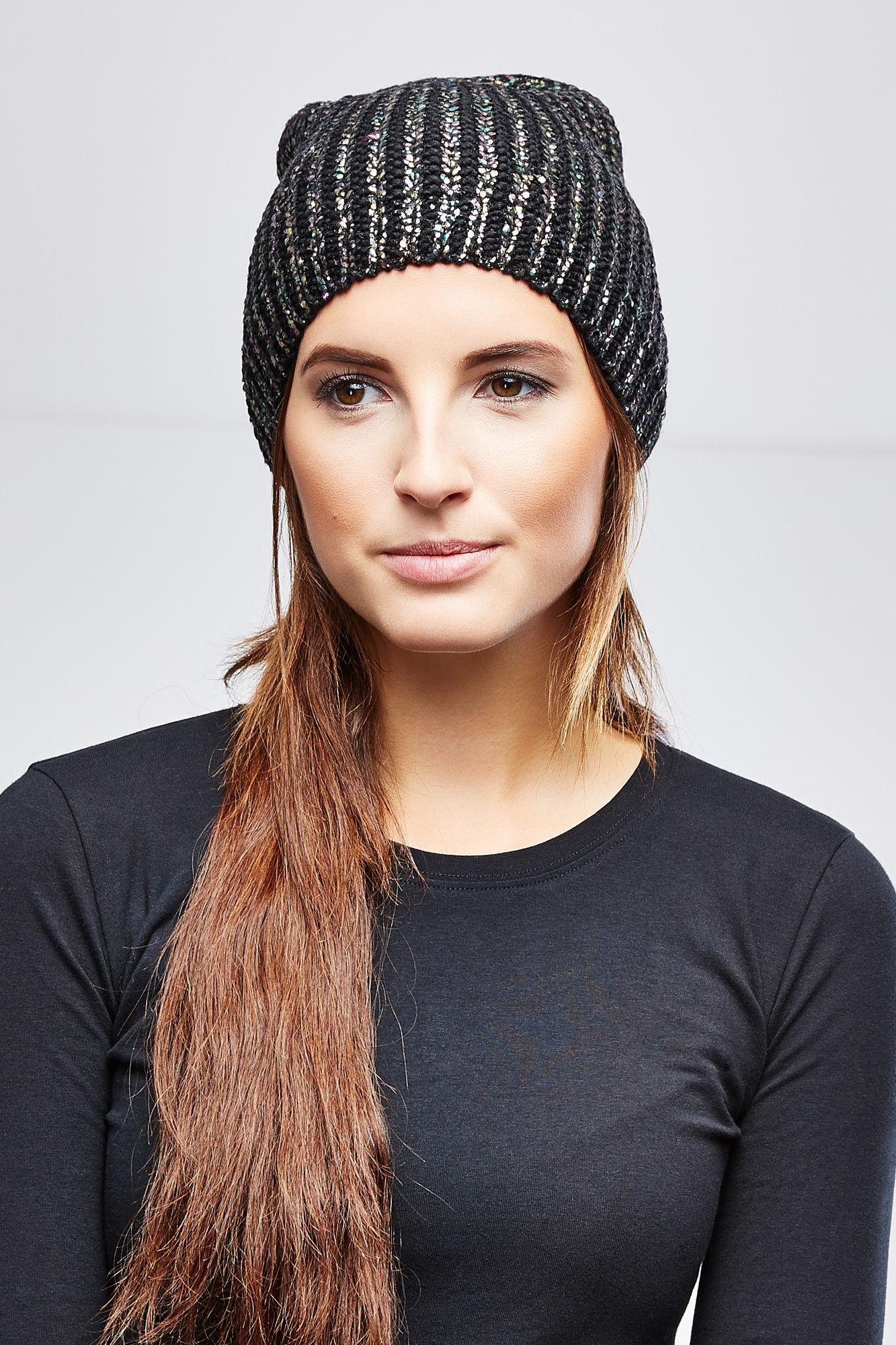 Шапка женская. Z-CZ-1813Z-CZ-1813_BLACKВязаная женская шапка Moodo отлично дополнит ваш образ в прохладную погоду. Модель изготовлена из акрила, она мягкая и приятная на ощупь, идеально прилегает к голове, максимально сохраняет тепло. По всей поверхности шапка декорирована цветным напылением. Такой стильный и теплый аксессуар подчеркнет вашу индивидуальность и станет отличным дополнением к гардеробу!