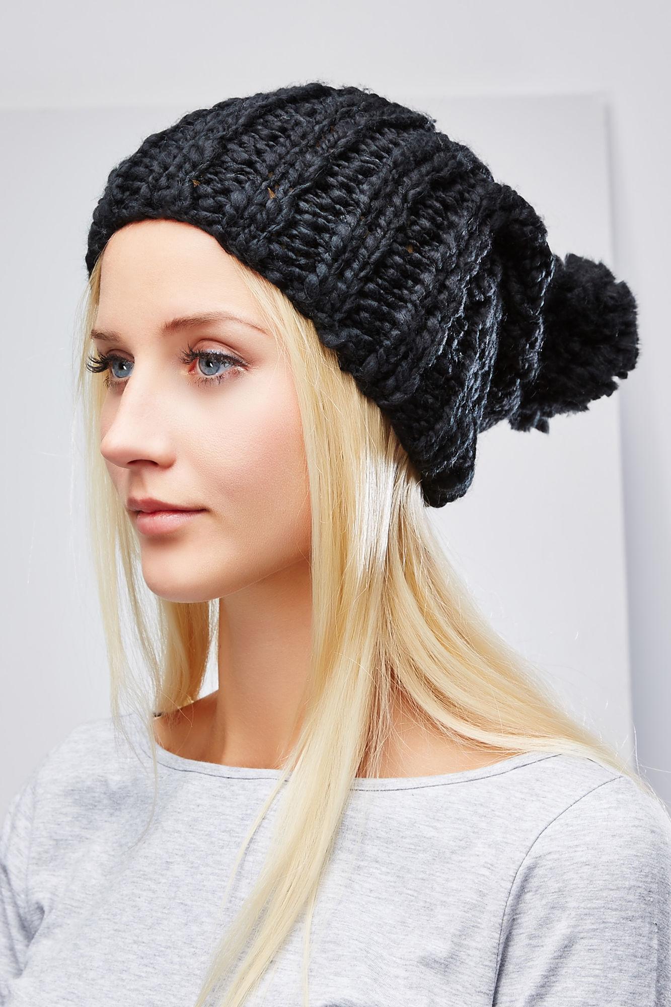 Шапка женская. Z-CZ-1814Z-CZ-1814_BLACKВязаная женская шапка Moodo отлично дополнит ваш образ в прохладную погоду. Модель изготовлена из акрила, она необычайно мягкая и приятная на ощупь, максимально сохраняет тепло. Благодаря крупной эластичной вязке, шапочка идеально прилегает к голове. Шапка с отворотом дополнена мягким пушистым помпоном на макушке. Такой стильный и теплый головной убор подчеркнет вашу индивидуальность и станет отличным дополнением к гардеробу!