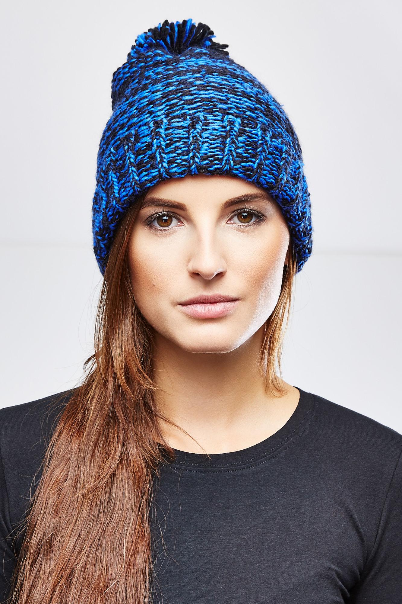 Шапка женская. Z-CZ-1815Z-CZ-1815 BLUEСтильная женская шапка Moodo отлично дополнит ваш образ в холодную погоду. Модель выполнена из 100%-го акрила, который максимально сохраняет тепло и обеспечивает удобную посадку. Классическая удлиненная шапка оформлена крупной вязкой и дополнена помпоном. Край шапки обработан широкой резинкой. Такая модель комфортна и приятна на ощупь, она великолепно подчеркнет ваш вкус.