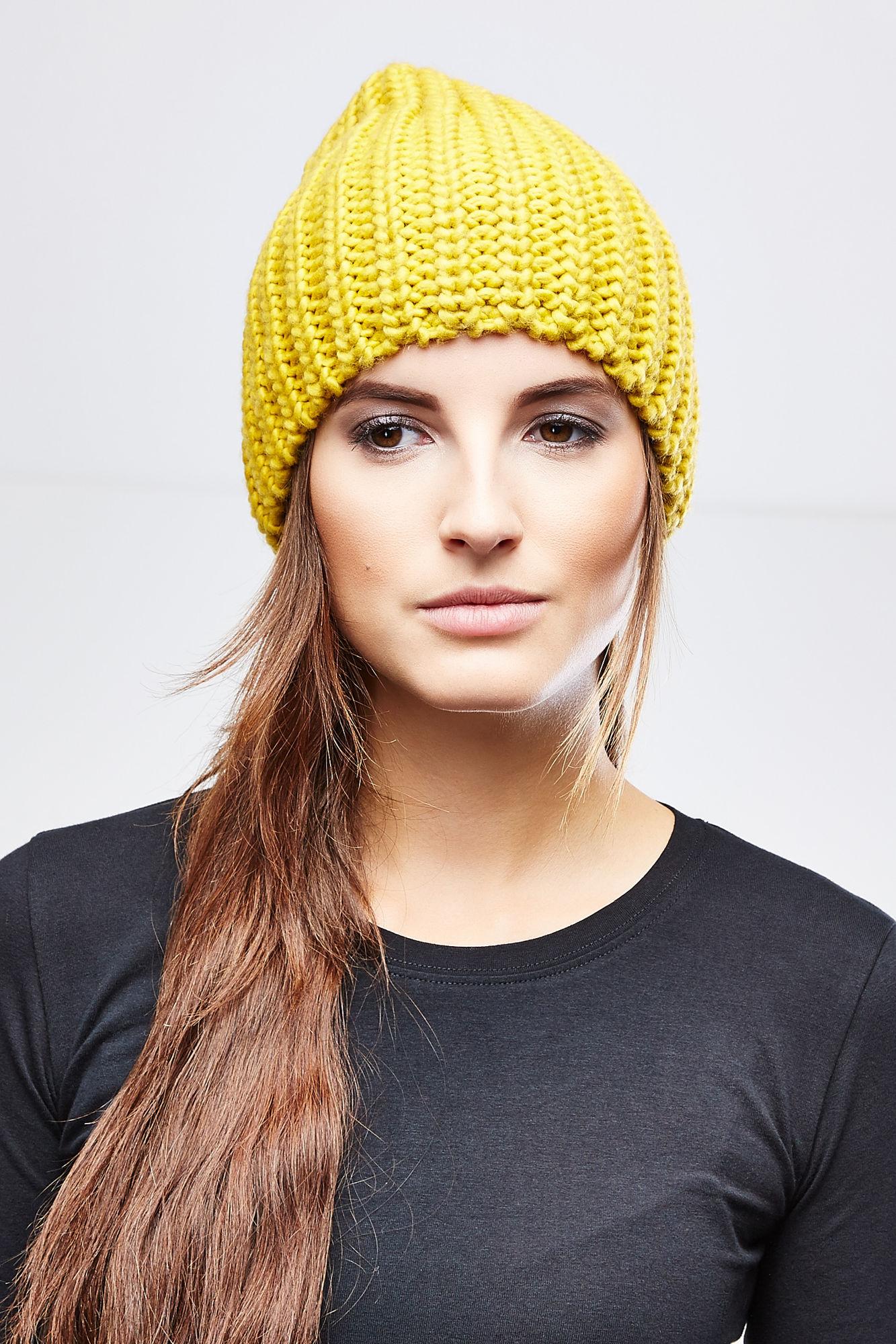 Шапка женская. Z-CZ-1816Z-CZ-1816_NAVYВязаная женская шапка Moodo отлично подойдет для вас в прохладную погоду. Изготовленная из акрила, она мягкая и приятная на ощупь, максимально удерживает тепло. Благодаря крупной эластичной вязке, шапочка плотно облегает голову. Удлиненная модель шапки идеально подходит для любого типа лица и никогда не выходит из моды. Такой стильный и теплый головной убор подчеркнет ваш образ и индивидуальность!
