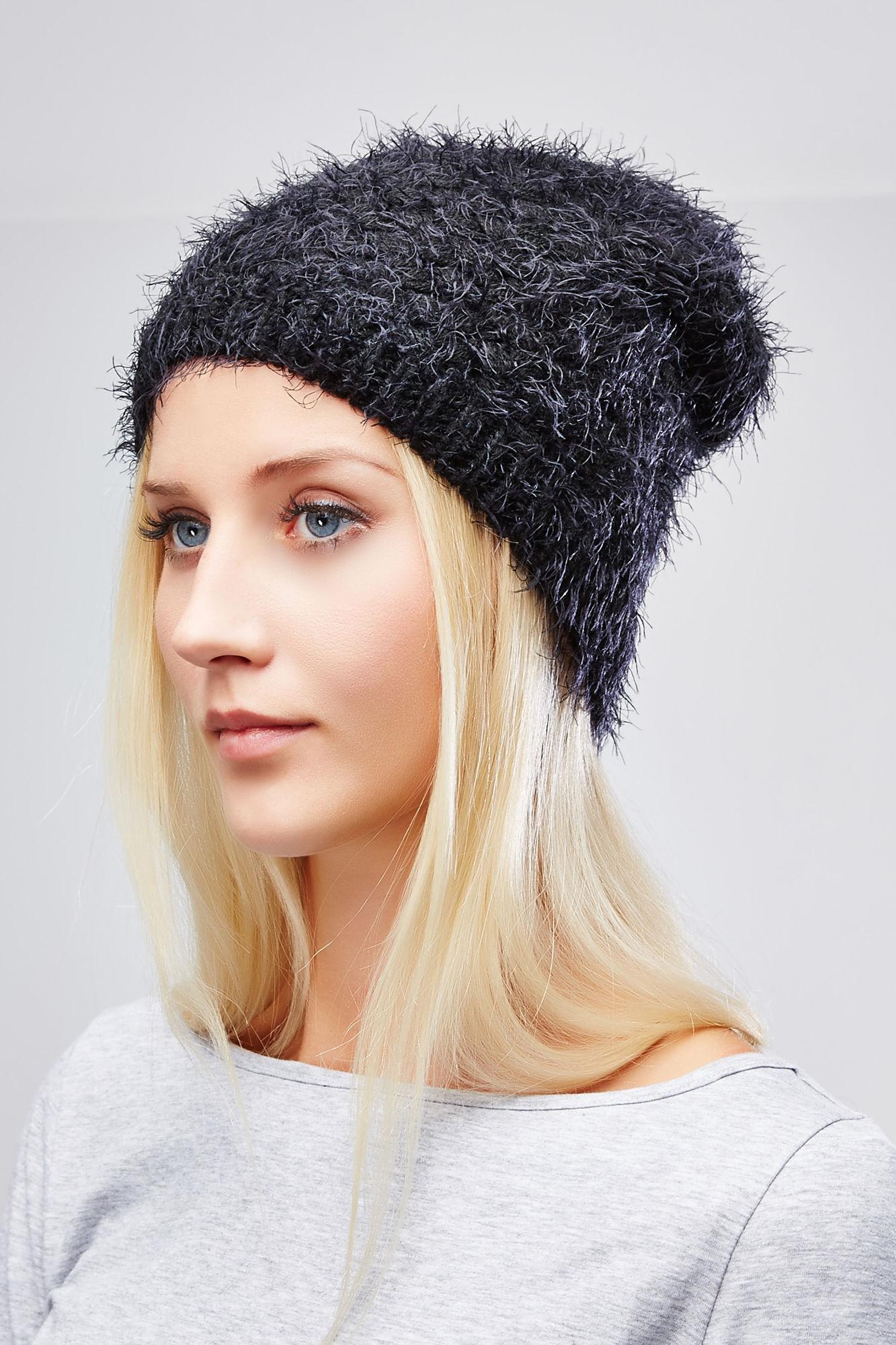 Шапка женская. Z-CZ-1819Z-CZ-1819 BLACKСтильная женская шапка Moodo отлично дополнит ваш образ в холодную погоду. Сочетание полиэстера и акрила максимально сохраняет тепло и обеспечивает удобную посадку. Классическая удлиненная шапка имеет пушистую поверхность. Такая модель комфортна и приятна на ощупь, она великолепно подчеркнет ваш вкус.