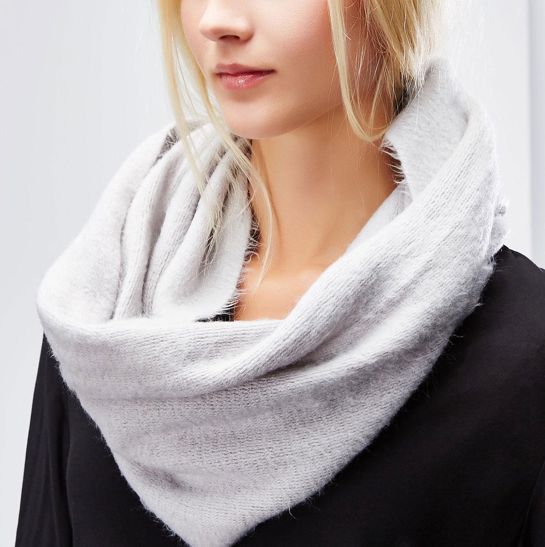 Снуд-хомут женский. Z-SZ-1801Z-SZ-1801 BLACKСтильный снуд-хомут Moodo, выполненный из 100%-го акрила, создан подчеркнуть ваш неординарный вкус и согреть вас в прохладное время года. Снуд-хомут можно носить на голове, на шее и груди. Высокое качество материала максимально сохраняет тепло и обеспечивает удобную посадку. Модель отличается невероятной легкостью и мягкостью. Этот модный аксессуар гармонично дополнит образ современной женщины, которая стремится всегда оставаться стильной и элегантной.