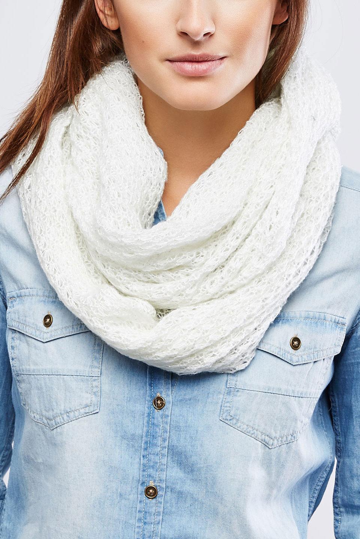 Шарф-снуд женский. Z-SZ-1812Z-SZ-1812 BLACKЖенский вязаный шарф-снуд Moodo станет отличным дополнением к гардеробу в холодную погоду. Изготовленный из высококачественной акриловой пряжи, он необычайно мягкий и приятный на ощупь, максимально сохраняет тепло. Шарф-снуд выполнен свободной вязкой и дополнен контрастной нитью, что придает ему нарядный вид. Модный аксессуар гармонично дополнит образ современной женщины, следящей за своим имиджем и стремящейся всегда оставаться стильной.