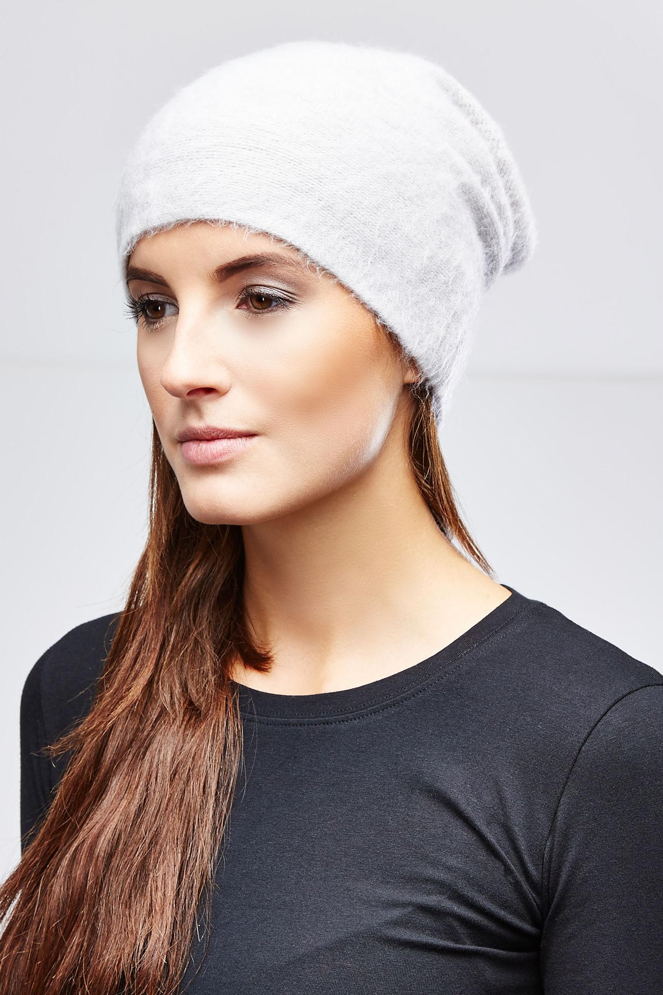 Шапка женская. Z-CZ-1801Z-CZ-1801_BLACKЖенская шапка Moodo станет идеальным вариантом для прохладной погоды. Выполненная из акрила, она необычайно мягкая и приятная на ощупь, максимально сохраняет тепло. Удлиненная модель шапки подходит для любого типа лица и никогда не выходит из моды. Такая шапка станет модным и стильным дополнением к вашему гардеробу, в ней вам будет уютно и тепло!