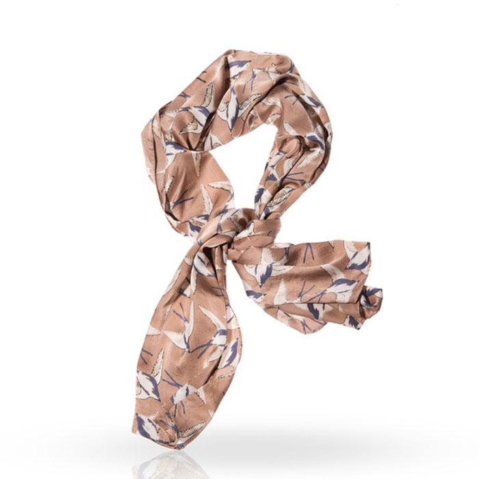 SP-DOVE/BEIGEСтильный шарф Michel Katana согреет вас в прохладную погоду и станет отличным завершением вашего образа. Шарф изготовлен из 100%-го шелка и оформлен оригинальным принтом в виде порхающих ласточек . Материал мягкий и приятный на ощупь, хорошо драпируется. Этот модный аксессуар гармонично дополнит любой наряд и подчеркнет ваш изысканный вкус.