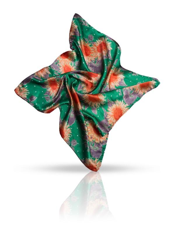 Платок женский. SS.KV-SUNFLOWSS.KV-SUNFLOW/BLUEПлаток Michel Katana, выполненный из натурального шелка, идеально дополнит образ современной женщины. Благодаря своему составу, он удивительно мягкий и очень приятный на ощупь. Модель оформлена цветочным принтом. Классическая квадратная форма позволяет носить платок на шее, украшать им прическу или декорировать сумочку. С этим платком вы всегда будете выглядеть женственной и привлекательной.