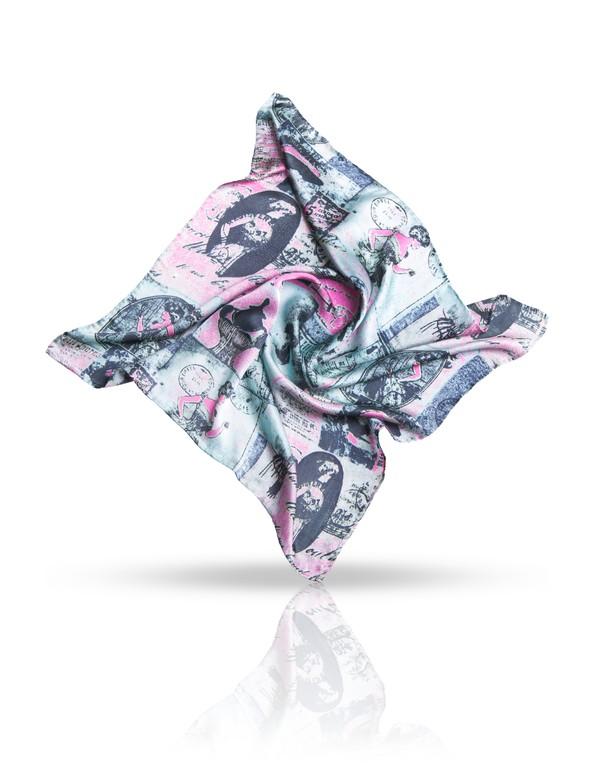 Платок женский. SS.KV-POSTESS.KV-POSTE/NAVYПлаток Michel Katana, выполненный из натурального шелка, идеально дополнит образ современной женщины. Благодаря своему составу, он удивительно мягкий и очень приятный на ощупь. Модель оформлена винтажным принтом. Классическая квадратная форма позволяет носить платок на шее, украшать им прическу или декорировать сумочку. С этим платком вы всегда будете выглядеть женственной и привлекательной.