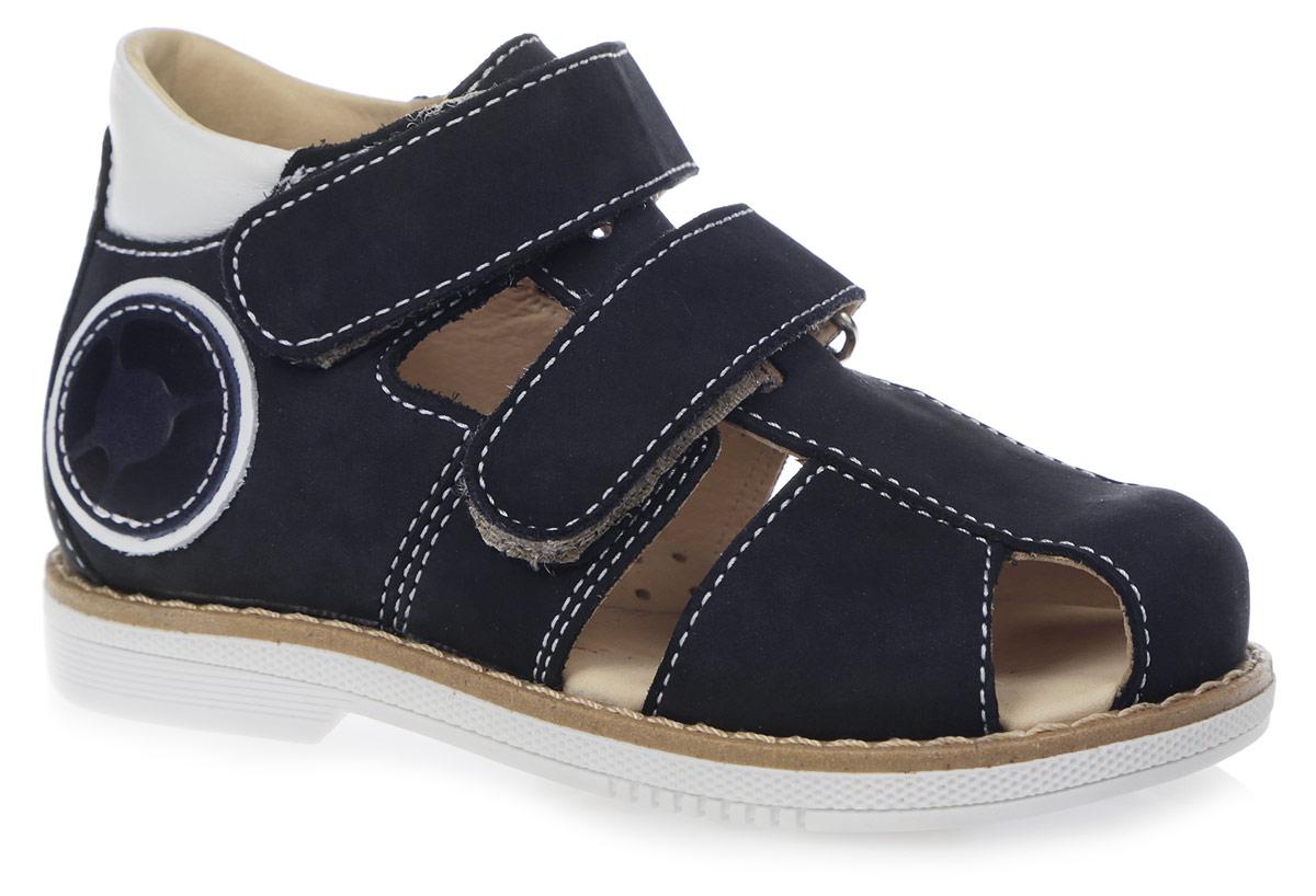 Сандалии для мальчика. FT-26004.15-OLFT-26004.15-OL08O.02Модные сандалии от TapiBoo придутся по душе вам и вашему мальчику! Модель выполнена из натурального нубука со вставками из натуральной кожи. Обувь оформлена крупной прострочкой вдоль ранта, сбоку - аппликацией в виде логотипа бренда, на подошве сзади - названием бренда. Отсутствие швов на подкладке гарантирует дополнительный комфорт и предотвращает натирание. Полужесткий закрытый задник и ремешки на застежках-липучках надежно фиксируют ножку ребенка, не давая ей смещаться из стороны в сторону и назад. Стелька из натуральной кожи дополнена супинатором с перфорацией, который обеспечивает правильное положение ноги ребенка при ходьбе, предотвращает плоскостопие. Ортопедический каблук Томаса укрепляет подошву под средней частью стопы и препятствует заваливанию детской стопы внутрь. Упругая подошва дополнена перекатами, позволяющими повторить естественное движение стопы при ходьбе для правильного распределения нагрузки на опорно-двигательный аппарат. Удобные и стильные сандалии -...