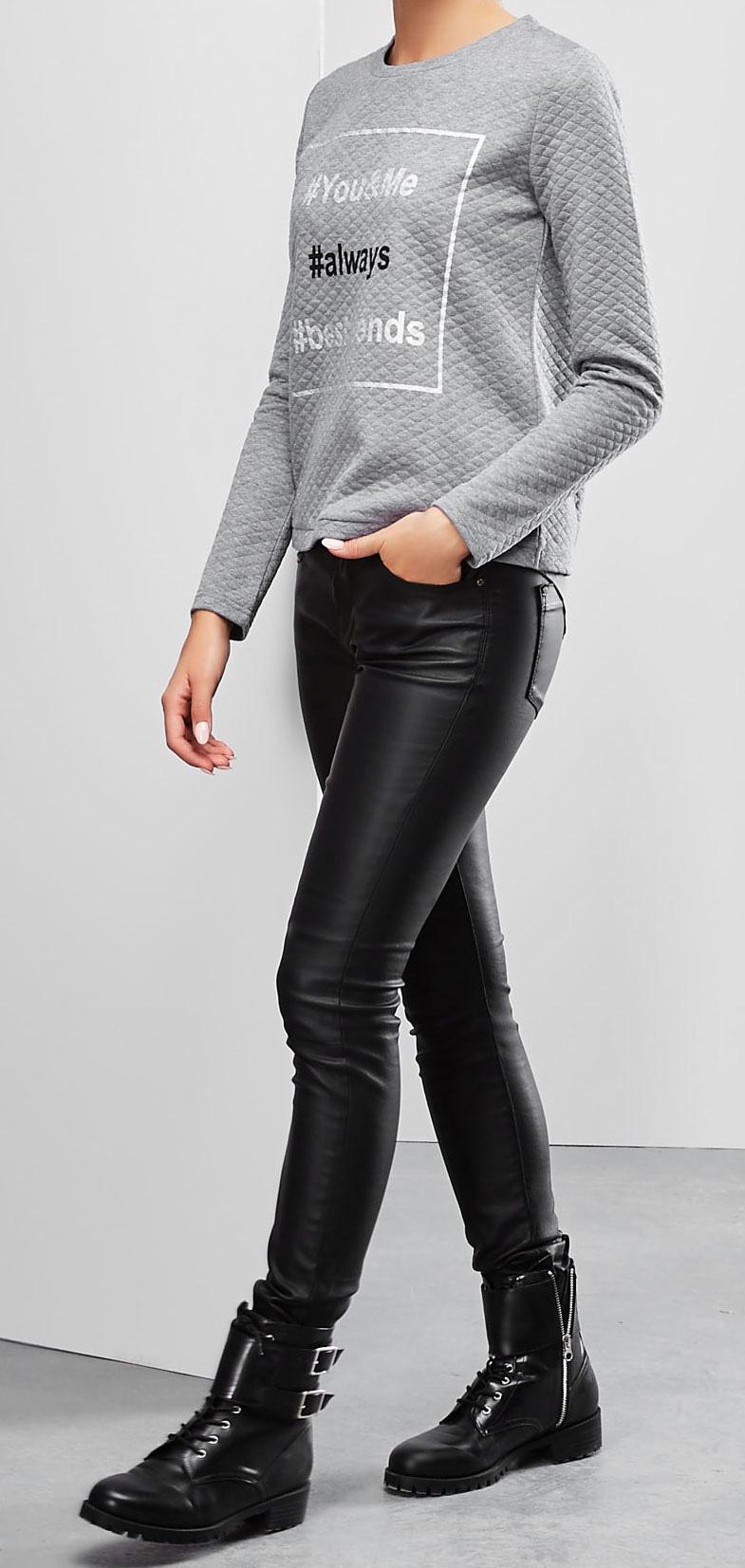 Свитшот женский. Z-BL-1820Z-BL-1820_GRAPHITE MELСтильный женский свитшот Moodo, изготовленный из высококачественного материала, необычайно мягкий и приятный на ощупь, не сковывает движения, обеспечивая наибольший комфорт. Модель с круглым вырезом горловины и длинными рукавами спереди оформлена принтовыми надписями. Изделие дополнено текстильной вставкой с полукруглым низом и разрезом на спинке по центральному шву. Эта модная и в тоже время комфортная модель станет отличным дополнением к вашему гардеробу!