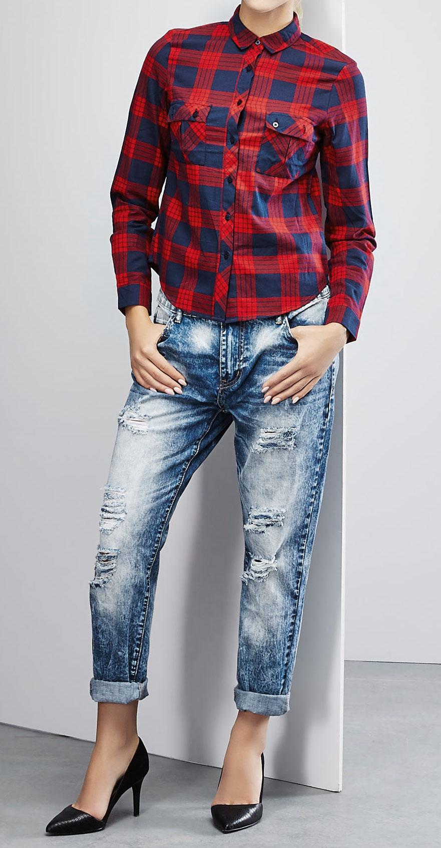 РубашкаZ-KO-1823_BLACKСтильная женская рубашка Moodo, выполненная из натурального хлопка, прекрасно подойдет для повседневной носки. Материал очень мягкий и приятный на ощупь, не сковывает движения и позволяет коже дышать. Рубашка прямого кроя с длинными рукавами и отложным воротником застегивается на пуговицы по всей длине. На груди модели предусмотрены два накладных кармана с клапанами на пуговицах. Манжеты рукавов также застегиваются на пуговицы. Изделие оформлено принтом в клетку. Такая модель будет дарить вам комфорт в течение всего дня и станет модным дополнением к вашему гардеробу.