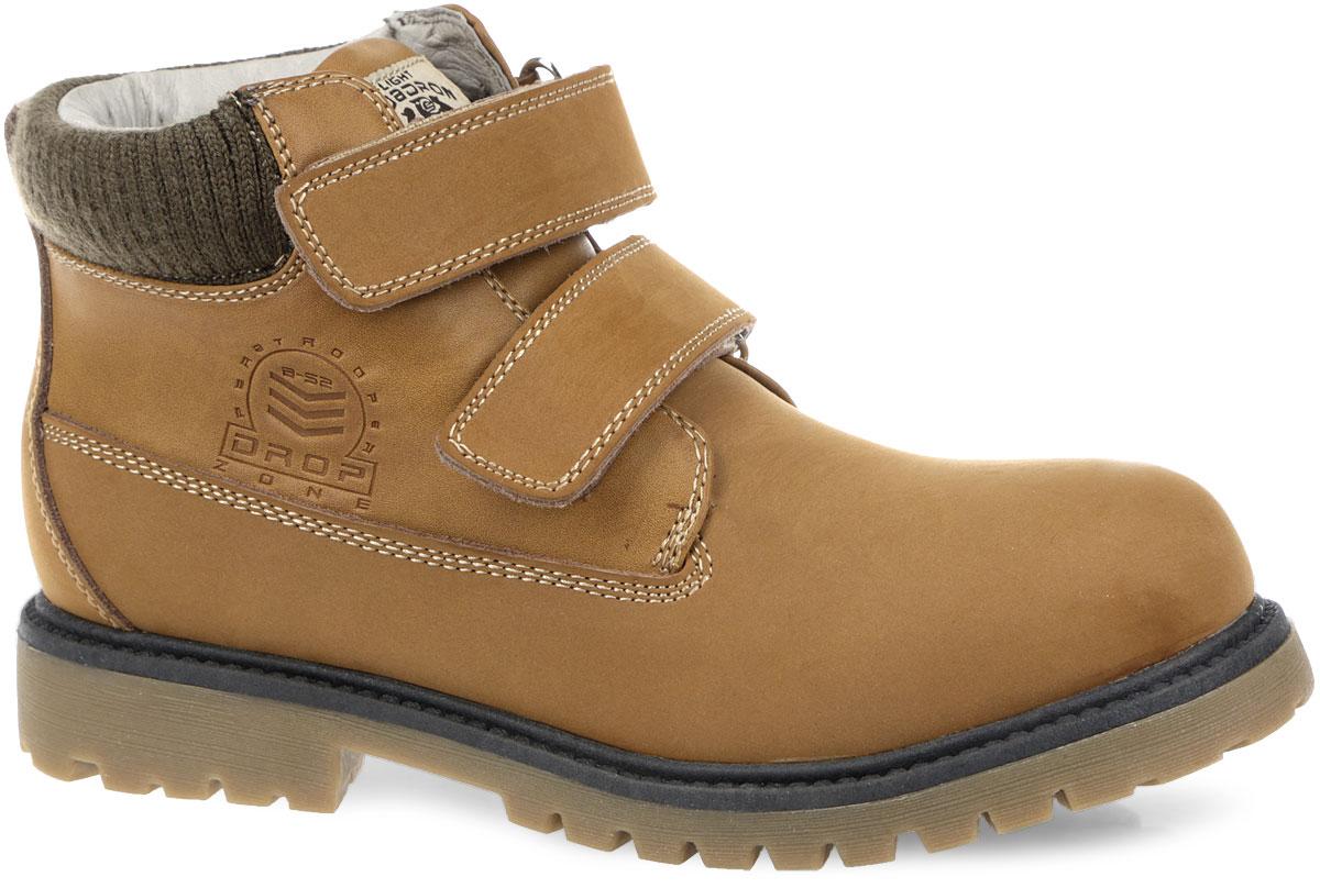 Ботинки для мальчика. DB3310DB3310Стильные ботинки от Flamingo покорят вас и вашего мальчика с первого взгляда! Модель выполнена из натуральной и искусственной кожи. Обувь оформлена задним наружным ремнем, вдоль ранта - декоративным швом, вдоль канта - текстильной вставкой. Ботинки застегиваются на два ремешка с липучками. Ярлычок на заднике облегчает надевание обуви. Подкладка и стелька из полушерстяной байки сохранят ноги в тепле. Каблук и подошва с протектором гарантируют идеальное сцепление на любой поверхности. Удобные и модные ботинки - необходимая вещь в гардеробе каждого ребенка.