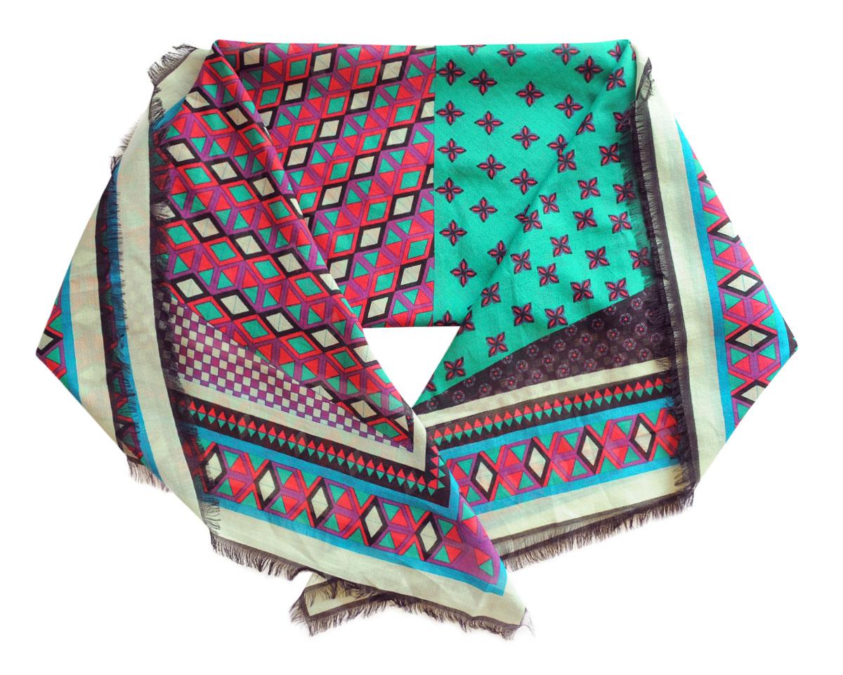 Платок женский. BUT08-2BUT08-2Стильный женский платок Leo Ventoni станет великолепным завершением любого наряда. Легкий платок изготовлен из высококачественного хлопка с добавлением шелка. Он оформлен красочным геометрическим принтом. Классическая квадратная форма позволяет носить платок на шее, украшать им прическу или декорировать сумочку. Мягкий и шелковистый платок поможет вам создать изысканный женственный образ, а также согреет в непогоду. Такой платок превосходно дополнит любой наряд и подчеркнет ваш неповторимый вкус и элегантность.
