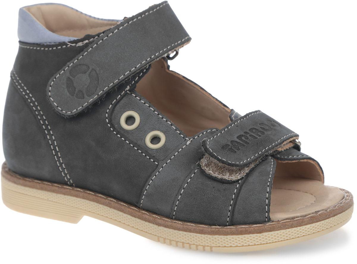Сандалии для мальчика. FT-26003.15-OL12O.01FT-26003.15-OL12O.01Модные сандалии от TapiBoo придутся по душе вам и вашему мальчику! Модель выполнена из натурального нубука и оформлена крупной прострочкой вдоль ранта, сбоку - декоративными люверсами, на ремешках - тиснениями в виде названия и логотипа бренда, на подошве сзади - названием бренда. Отсутствие швов на подкладке гарантирует дополнительный комфорт и предотвращает натирание. Полужесткий закрытый задник и ремешки на застежках-липучках надежно фиксируют ножку ребенка, не давая ей смещаться из стороны в сторону и назад. Стелька из натуральной кожи дополнена супинатором с перфорацией, который обеспечивает правильное положение ноги ребенка при ходьбе, предотвращает плоскостопие. Ортопедический каблук Томаса укрепляет подошву под средней частью стопы и препятствует заваливанию детской стопы внутрь. Упругая подошва дополнена перекатами, позволяющими повторить естественное движение стопы при ходьбе для правильного распределения нагрузки на опорно-двигательный аппарат. Удобные и стильные...