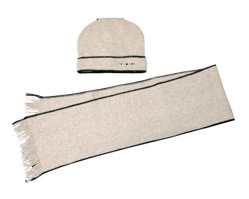 Комплект женский: шапка, шарф. 2012-9-22/442012-9-22/44Женский комплект Fabretti, состоящий из шапки и шарфа, гармонично дополнит ваш образ в холодную погоду. Изделие выполнено из шерсти и ангоры с добавлением полиамида. Благодаря составу, комплект максимально сохраняет тепло, приятный и мягкий на ощупь. Шапка с отворотом дополнена сзади декоративной вставкой с бусинами. Спереди декорирована стразами. Шарф по краям украшен тонкими кисточками, скрученными в жгутики. Такой комплект аксессуаров станет модным и стильным дополнением вашего зимнего гардероба!