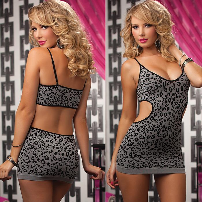 Платье гоу-гоу. STM-9696PSTM-9696P_BLKИзящное платье Seventil Midnight создано для настоящей обольстительницы. Платье из жаккардового материала с принтовыми пятнами сочетает в себе открытые участки спины и талии. Идеально садится по фигуре благодаря отсутствию швов. Почувствуйте себя настоящей дикой кошкой в этом колоритном наряде! Размер универсальный.
