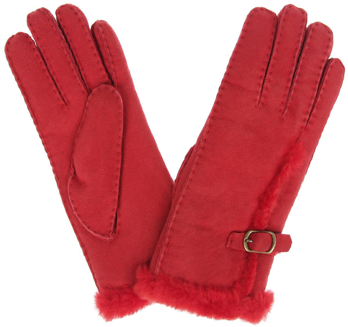 Перчатки25.9-1_blackЭлегантные женские перчатки Fabretti станут великолепным дополнением вашего образа и защитят ваши руки от холода и ветра во время прогулок. Перчатки выполнены из натуральной кожи и имеют подкладку из натурального меха, что позволяет им надежно сохранять тепло и обеспечивает высокую гигроскопичность. Модель дополнена декоративным хлястиком с пряжкой на запястье и оформлена наружными швами. Такие перчатки будут оригинальным завершающим штрихом в создании современного модного образа, они подчеркнут ваш изысканный вкус и станут незаменимым и практичным аксессуаром.