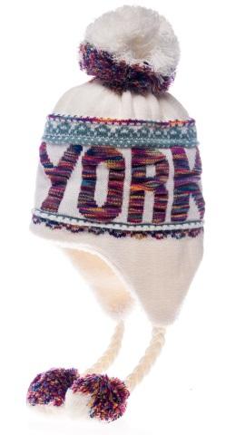Шапка New York. HNY506HNY506-CGСтильная шапка Robin Ruth с вязаной надписью New York приятно дополнит ваш образ в холодную погоду. Шапка подходит для повседневной носки и для активного зимнего отдыха, а также в качестве подарка вашим родным и знакомым. Внешняя сторона шапки - вязаное полотно, подкладка - мягкий плюшевый мех. Шапка с завязками очень практична - благодаря широким и удлиненным ушкам тепло и комфорт вам обеспечены даже в самую ветреную погоду. Шапка оформлена помпоном, завязки выполнены в виде кос с помпонами на концах и декорирована пластиковым значком с логотипом фирмы. Теплая шапка станет отличным дополнением к вашему гардеробу, в ней вам будет уютно и тепло!