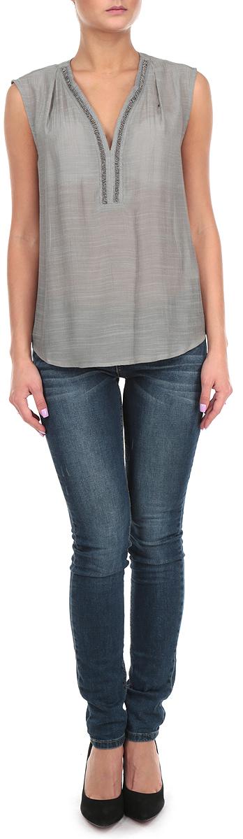 Блузка женская. 1015399310153993 856Стильная женская блуза Broadway, выполненная из 100% полиэстера, подчеркнет ваш уникальный стиль и поможет создать оригинальный женственный образ. Блузка без рукавов с V-образным вырезом горловины спереди оформлена вышивкой блестящим бисером. Легкая блуза идеально подойдет для жарких летних дней. Такая блузка будет дарить вам комфорт в течение всего дня и послужит замечательным дополнением к вашему гардеробу.
