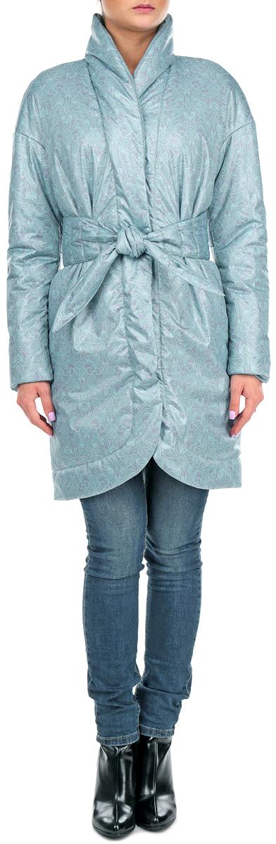 Куртка женска. J01P4-FJ01P4-FСтильная женская куртка Анна Чапман отлично согреет вас в прохладную погоду. Модель приталенного кроя подчеркнет женственную фигуру, а изящный принт создаст уникальный образ. Рисунок напоминает плетение тонкого кружева и выполнен в снежно-бирюзовом цвете. Идеальную посадку куртки обеспечивают тонко выверенные выточки. Модель застегивается на металлические кнопки. По бокам изделие дополнено двумя втачными карманами. В комплекте - двусторонний пояс-кушак. В этой модели вы будете чувствовать себя комфортно при температуре до - 15°С.