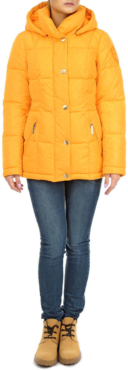 КурткаW15-12009_410Стильная женская куртка Finn Flare, выполненная из высококачественных материалов, обеспечит максимальный комфорт при различных погодных условиях. Изделие приталенного силуэта со съемным капюшоном, объемным воротником-стойкой и длинными рукавами застегивается на пластиковую застежку-молнию и дополнительно внешней ветрозащитной планкой на металлические кнопки. Рукава изделия дополнены эластичными манжетами, препятствующими проникновению холодного воздуха. Спереди модель дополнена двумя втачными карманами на молнии. На левом плече модель декорирована вышивкой логотипа бренда.. Эта яркая куртка послужит отличным дополнением к вашему гардеробу!