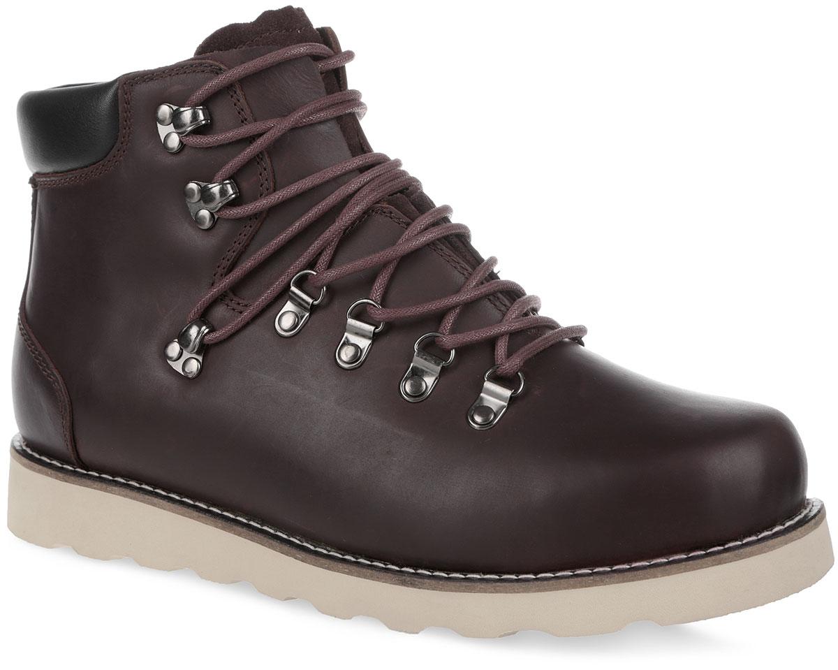 Ботинки мужские C.R.E.A.M. 003-CR-04L4-W003-CR-04L4-WСтильные мужские ботинки от Affex C.R.E.A.M. займут достойное место в вашем гардеробе. Модель выполнена из натуральной кожи и дополнена светлой прострочкой по ранту. Верх изделия оформлен шнуровкой, которая надежно фиксирует обувь на ноге и регулирует объем. Отверстия для шнурков с металлическими люверсами. Подкладка и съемная стелька, исполненные из искусственной шерсти, защитят ноги от холода и обеспечат комфорт. Сзади по канту обувь дополнена вставкой из кожи контрастного цвета. Задник оформлен тиснением в виде логотипа бренда. Язычок изготовлен из натуральной замши. Подошва с рельефным протектором обеспечивает отличное сцепление с любой поверхностью. В комплект входит вторая пара шнурков контрастного цвета. Модные ботинки отлично подойдут как для простой прогулки, так и для дальней поездки.