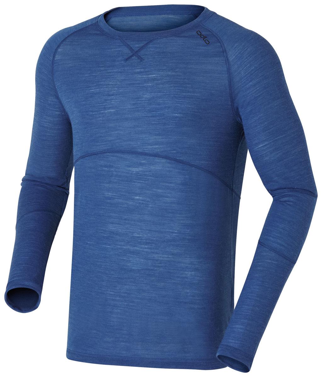 110072_20175Мужская футболка с длинным рукавом Odlo Revolution Light идеально подходит для отдыха в горах, чем бы вы ни занимались - катанием на лыжах, прогулкой или просто нахождением на открытом воздухе! Футболка обладает высокой транспортировкой влаги, высокой эластичностью и быстро высыхает. Модель с длинными рукавами-реглан изготовлена из полиэстера с добавлением натуральной шерсти. Высококачественная мериносовая шерсть защищает от неприятных запахов и дарит комфорт до, и после лыжни. Полиэстер дает влаге испариться, обеспечивая тепло и комфорт.