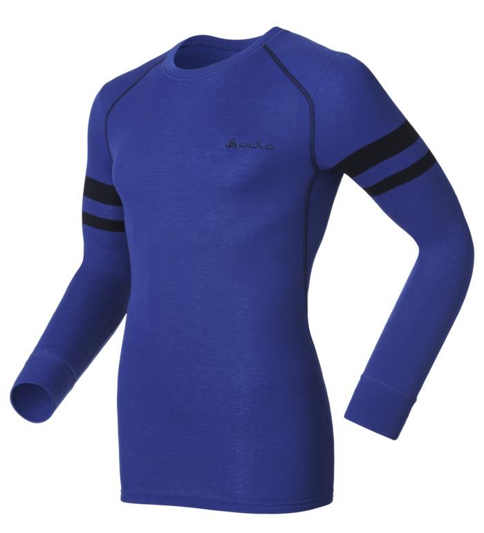 Термобелье кофта150422_15713Мужская футболка с длинным рукавом Odlo Warm спортивного стиля идеально подойдет для активного отдыха или тренировок. Лицевая сторона гладкая, а изнаночная - с мягким теплым начесом, позволяющим отводить влагу и сохранять кожу сухой. Мягкие плоские швы позволяют носить белье с комфортом, а благодаря Effect by ODLO нет неприятных запахов. Модель с длинными рукавами и круглым вырезом горловины оформлена небольшой термоаппликацией в виде названия бренда, а также контрастными фигурными швами и цветными полосками. Рукава дополнены широкими эластичными манжетами. Спинка незначительно удлинена. Рекомендуемая температура до -15°С.