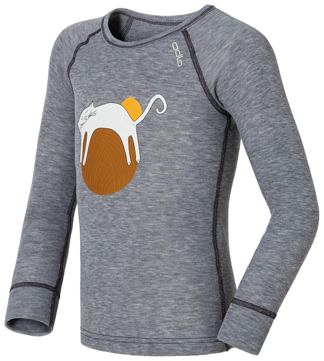 Термобелье футболка150479_15700Зима - это весело, если правильно одеться! В футболке с длинным рукавом Odlo Trend Kids Warm вашему ребенку будет тепло и комфортно. Изготовленная из 100% полиэстера, она испаряет влагу, оставляя кожу сухой, даже если ребенок потеет, делая упражнения или играя на свежем воздухе. Лицевая сторона гладкая, а изнаночная - с мягким теплым начесом. Футболка с длинными рукавами-реглан и круглым вырезом горловины спереди оформлена термоаппликацией с изображением забавного котенка. Рукава дополнены широкими эластичными манжетами. Спинка незначительно удлинена. Чем бы ни занимался ваш ребенок - катался на лыжах, лепил снеговика или играл в снежки, такая футболка - незаменимая вещь в любой зимний день! Рекомендуемый температурный режим - от -10°С до +15°С.