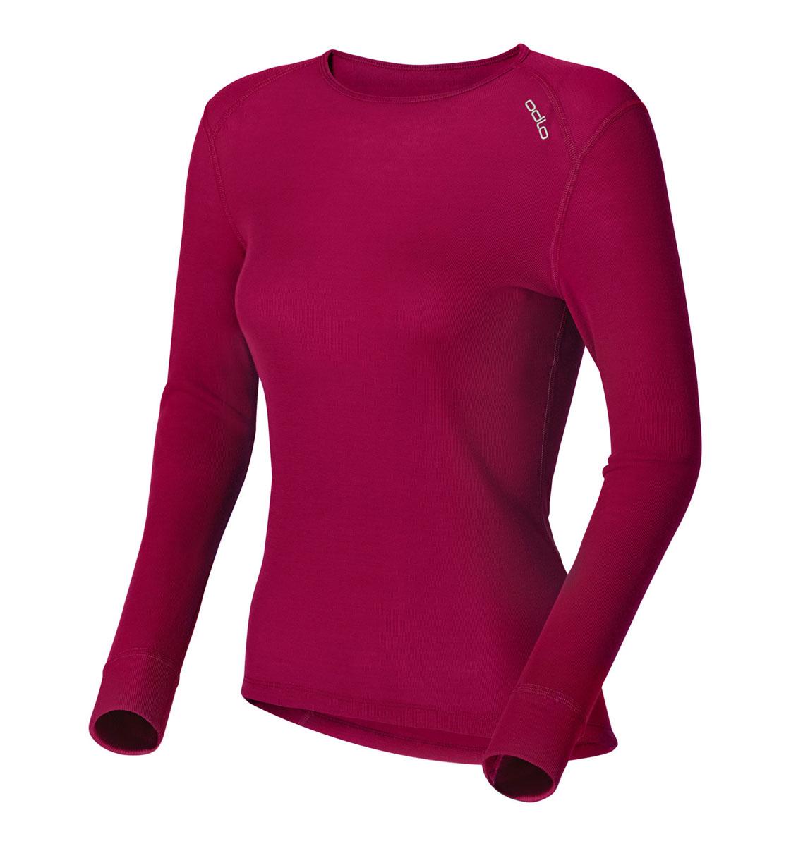 Термобелье футболка152021_15000Женская футболка с длинным рукавом Odlo Warm идеально подойдет для активного отдыха или тренировок. Лицевая сторона гладкая, а изнаночная - с мягким теплым начесом, позволяющим отводить влагу и сохранять кожу сухой. Мягкие плоские швы позволяют носить белье с комфортом, а благодаря Effect by ODLO нет неприятных запахов. Изделие отличается хорошей термоизоляцией. Благодаря ионам серебра, входящим в состав волокон ткани, предотвращается размножение бактерий и развитие неприятного запаха. Модель с длинными рукавами и круглым вырезом горловины оформлена небольшой термоаппликацией в виде названия бренда. Рукава дополнены широкими эластичными манжетами. Спинка незначительно удлинена. Рекомендуемая температура до -15°С.