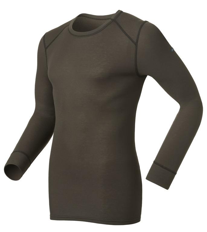 Термобелье кофта152022_15000Мужская футболка с длинным рукавом Odlo Warm спортивного стиля идеально подойдет для активного отдыха или тренировок. Лицевая сторона гладкая, а изнаночная - с мягким теплым начесом, позволяющим отводить влагу и сохранять кожу сухой. Мягкие плоские швы позволяют носить белье с комфортом, а благодаря Effect by ODLO нет неприятных запахов. Модель с длинными рукавами и круглым вырезом горловины оформлена небольшой термоаппликацией в виде названия бренда. Рукава дополнены широкими эластичными манжетами. Спинка незначительно удлинена. Рекомендуемая температура до -15°С.